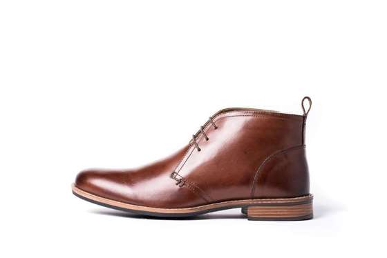 Men's stylish leather Chukka boots brown